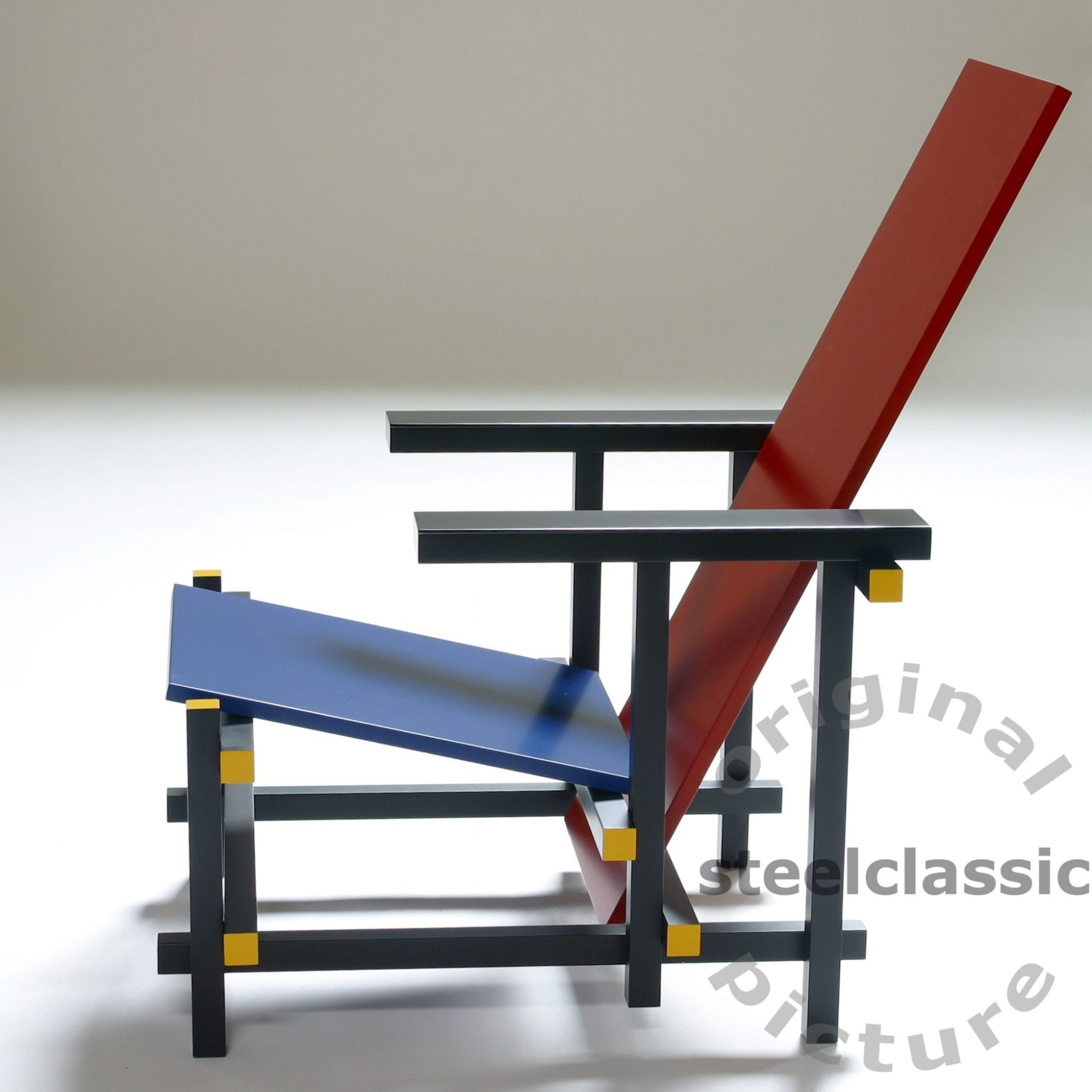 Gerrit Thomas Rietveld - Red and Blue Sessel